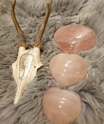Rosakvarts hjerte krystaller